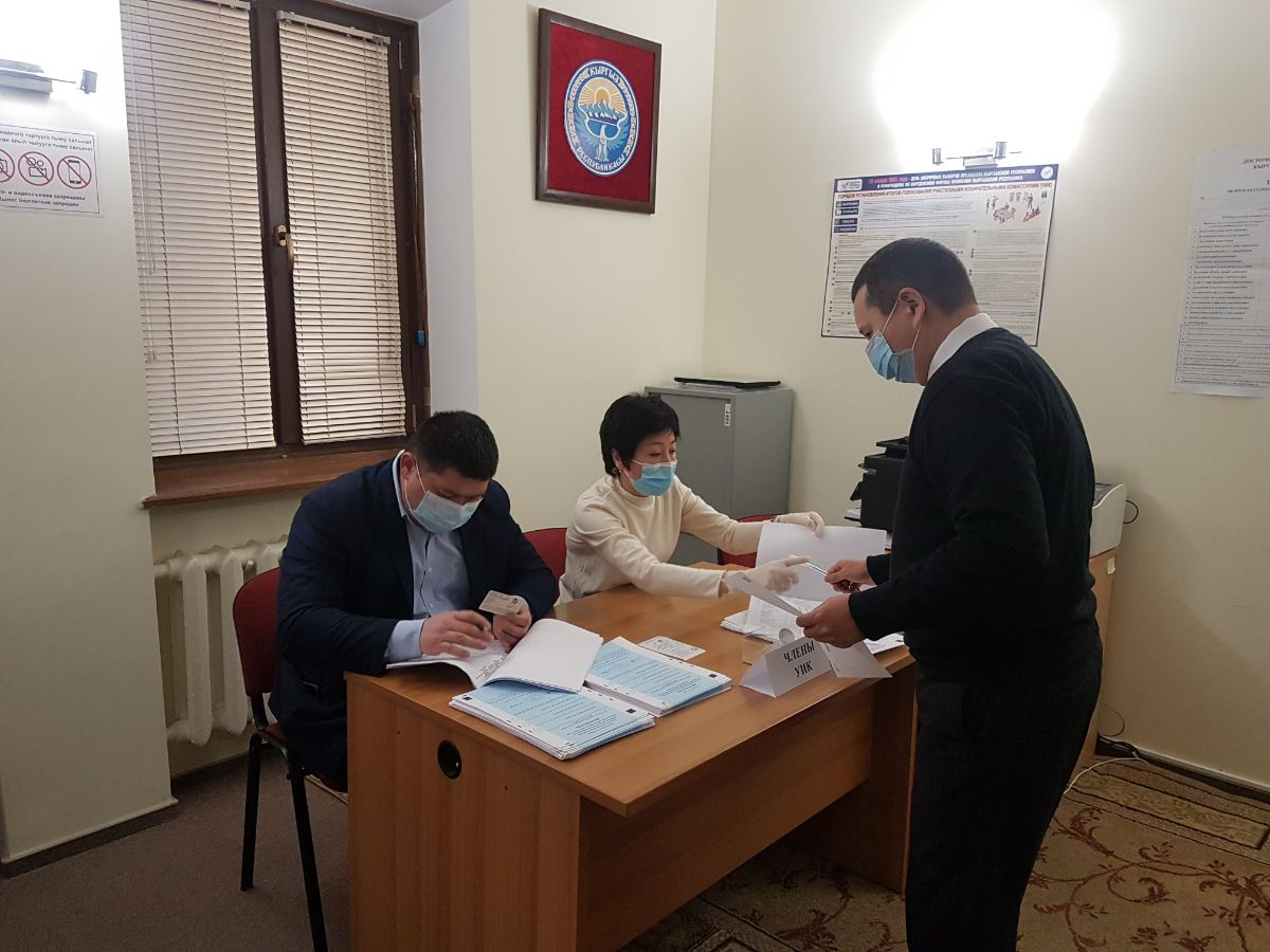 As part of the implementation of the electoral rights of citizens of the Kyrgyz Republic residing in Ukraine to participate in the early Presidential elections and the Referendum on January 10, 2021 at 08-00 local time, polling station No. 9022 was opened in the building of the Embassy of the Kyrgyz Republic in Ukraine.