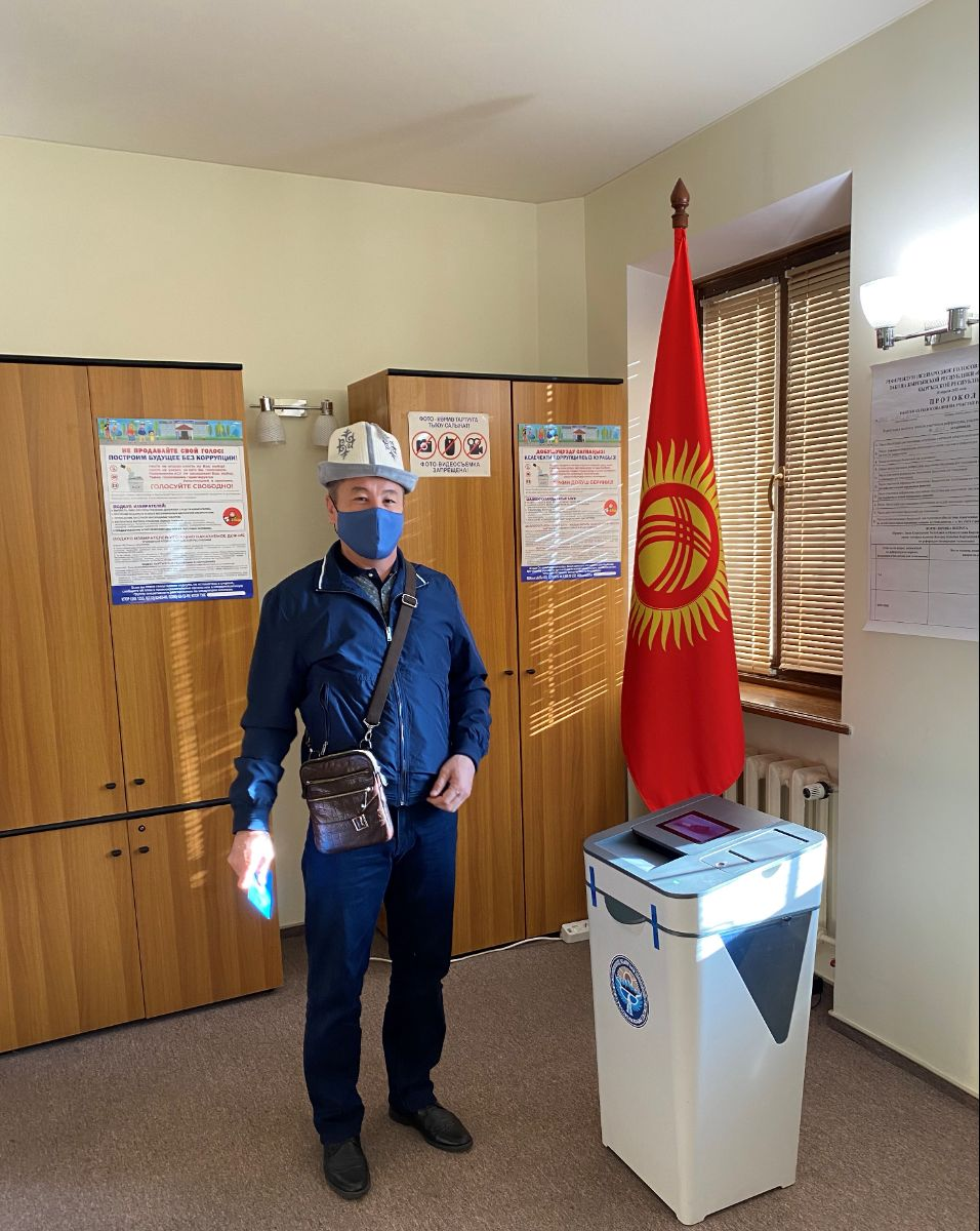 As part of the implementation of the electoral rights of citizens of the Kyrgyz Republic residing in Ukraine to participate in Referendum on April 11, 2021 at 08-00 local time, polling station No. 9022 was opened in the building of the Embassy of the Kyrgyz Republic in Ukraine.