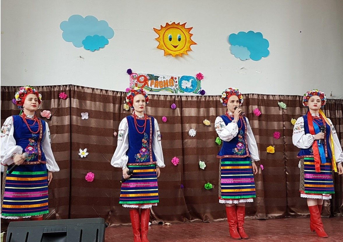 "On May 8, 2019, the Embassy of the Kyrgyz Republic in Ukraine, representatives of the public association ""Tosor Koomu"" (Issyk-Kul region) and the Kyrgyz diaspora of the Dnipropetrovsk region took part in the event organized by secondary school # 52 in honor of the Hero of the Soviet Union Mukash Salakunov."