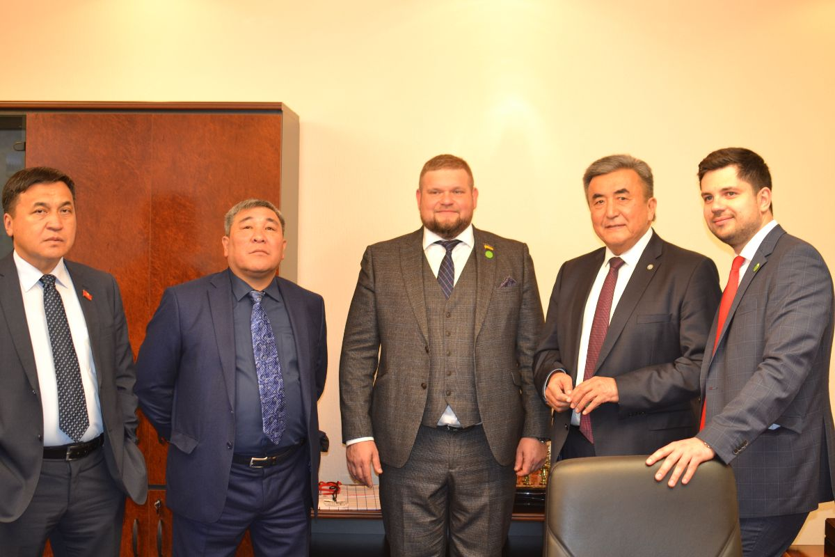 On 16th of October, 2019 Deputies of the Zhogorku Kenesh of the Kyrgyz Republic K.Imanaliev, R.Mombekov and the Extraordinary and Plenipotentiary Ambassador of the Kyrgyz Republic in Ukraine Zh.Sharipov met with the People's Deputy of Ukraine, the Head of the Committee on the organization of state bodies, local self-government, regional development and construction A.Klochko in the Verkhovna Rada of Ukraine.