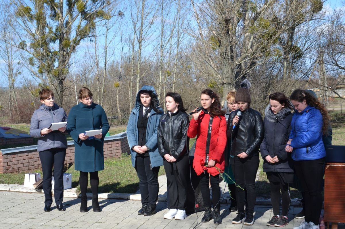 On March 12, 2020, the Extraordinary and Plenipotentiary Ambassador of the Kyrgyz Republic in Ukraine Zh. Sharipov took part in the ceremony of applying the initials of M. Salakunov to the mass grave, laid flowers at the monument and paid tribute to those who died during the Great Patriotic War.